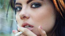 Laut einer neuen Studie erhöht Rauchen das Risiko für Vorstufen von Darmkrebs bei Frauen stärker als bei Männern. (Bild: anoushkatoronto/fotolia.com)