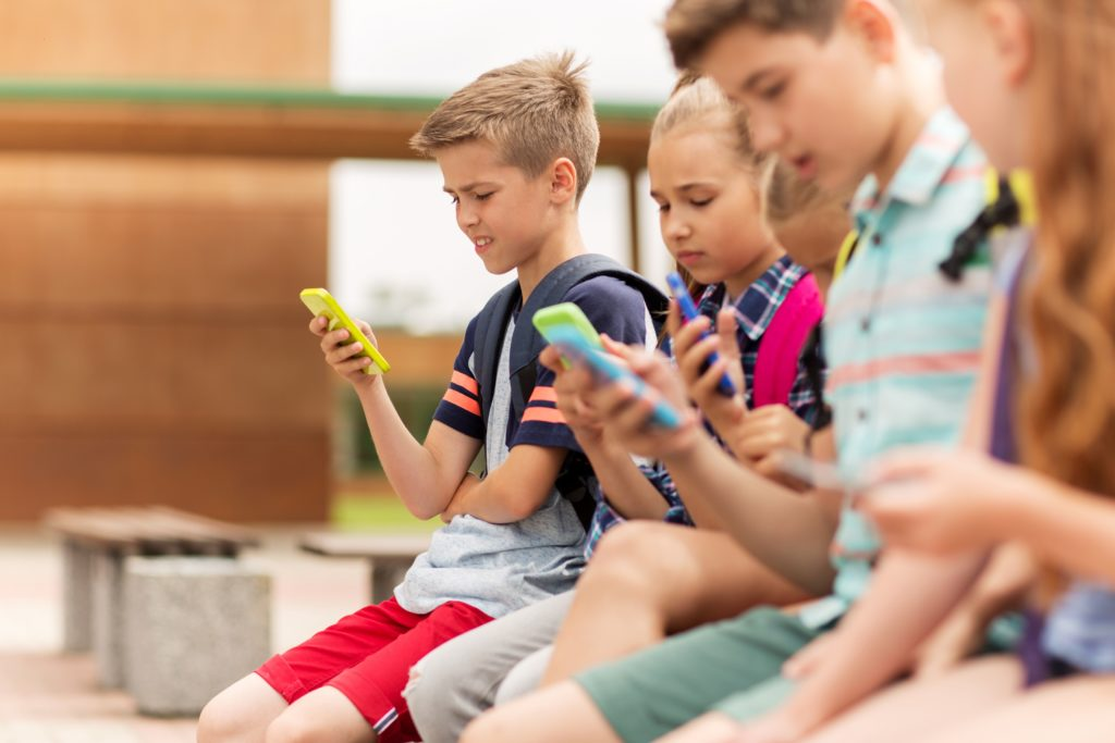 Die Weltgesundheitsorganisation (WHO) warnt vor den negativen Folgen von Online-Werbung für ungesundes Essen. Die zielgerichtete Werbung fördere Übergewicht bei Kindern. (Bild: Syda Productions/gotolia.com)