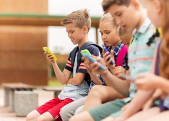 Kinder kommen heutzutage deutlich früher in die Pubertät als noch vor wenigen Jahrzehnten. Vor allem bei Mädchen ist dieses Phänomen in wissenschaftlichen Untersuchungen aufgezeigt worden. (Bild: Syda Productions/gotolia.com)