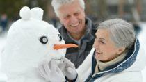 Ältere Menschen sind im Winter besonders gefährdet. Durch die Auswirkungen der kalten Jahreszeit sterben jedes Jahr viele Menschen im Alter über 75 Jahren. Durch einige Ratschläge versuchen jetzt Mediziner ältere Menschen besser im Winter zu schützen. (Bild: aletia2011/fotolia.com)