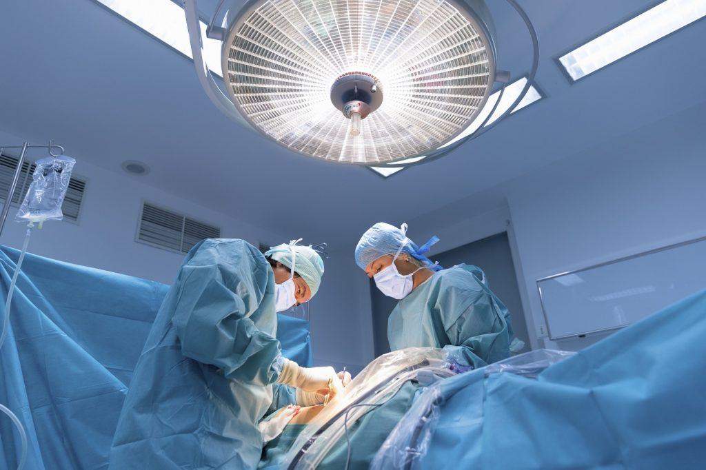 Die Zahl der Organspender ist in Deutschland weiterhin sehr niedrig. (Bild: s4svisuals/fotolia.com)