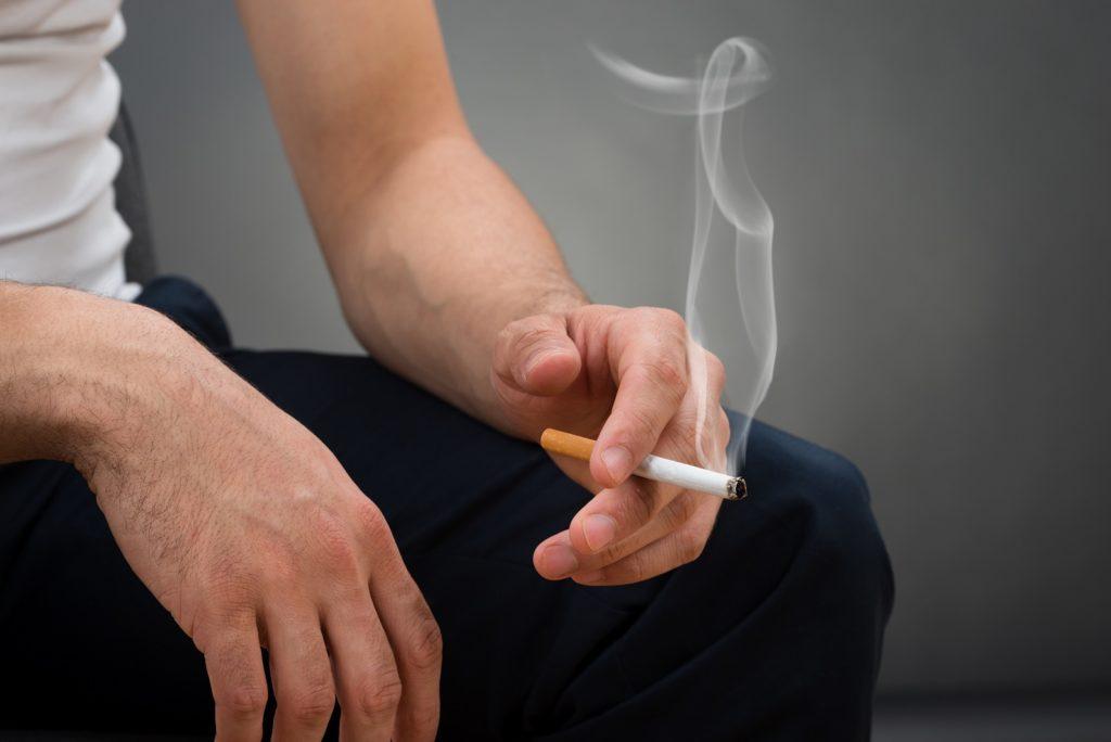 Ein neue Studie zeigt es deutlich: Rauchen schadet nicht nur der Lunge massiv, sondern führt auch zu gefährlichen Veränderungen in anderen Organen. (Bild: Andrey Popov/fotolia.com)