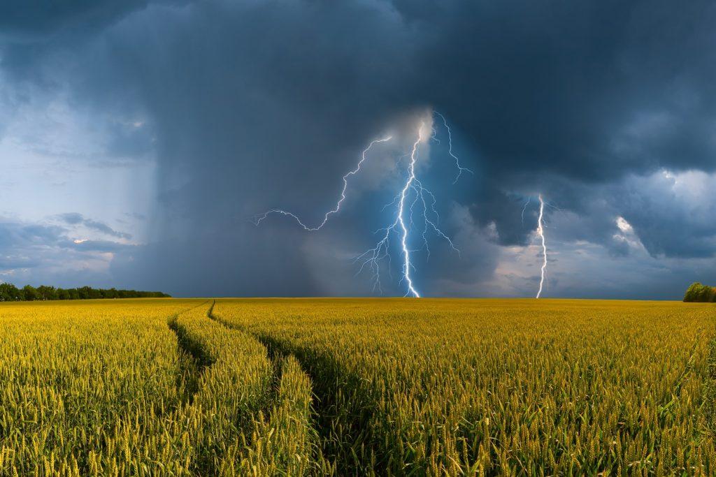 Starke Unwetter können bei Allergikern und Asthmatikern schwere gesundheitliche Folgen haben. (Bild: firewings/fotolia.com)