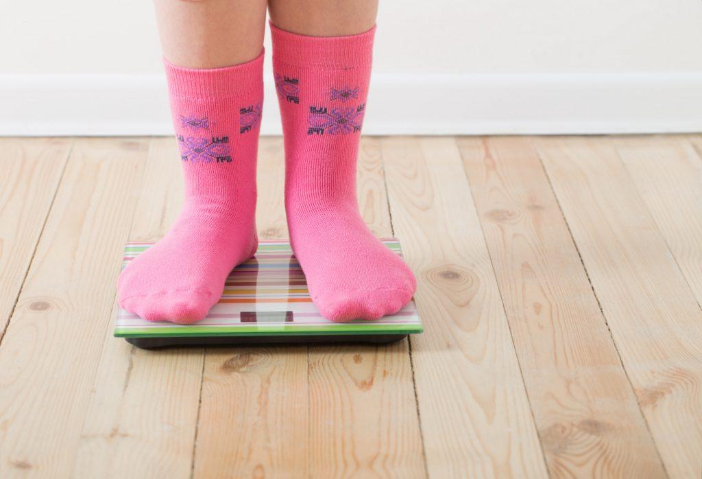 Fast jedes zwölfte Kind in Bayern ist bei seiner Einschulung zu dick. Über drei Prozent der Erstklässler sind sogar adipös. (Bild: Maya Kruchancova/fotolia.com)