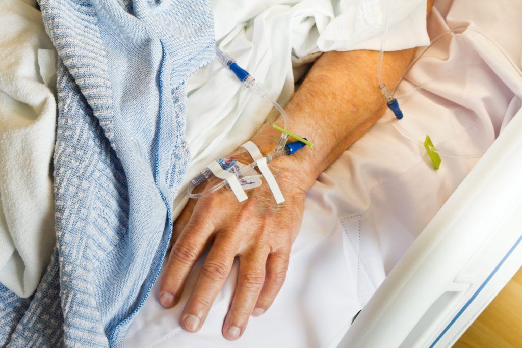 Ein Apotheker aus Nordrhein-Westfalen steht im Verdacht, massenhaft Krebsmedikamente zu niedrig dosiert zu haben. Es ist noch unklar, welchen gesundheitlichen Schaden die manipulierten Infusionen angerichtet haben. (Bild: dplett/fotolia.com)