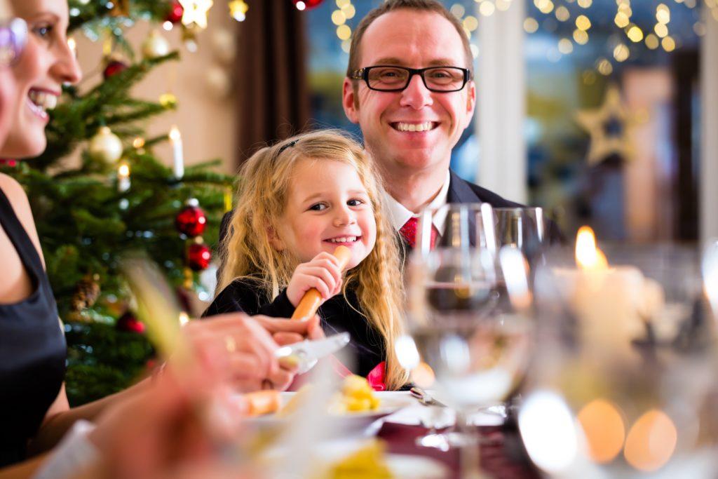 Bei der Vorbereitung des Weihnachtsessens können so allerhand Pannen passieren. Experten geben Tipps, wie kleine Malheure behoben werden können, um das Festtagsessen zum Genuss zu machen. (Bild: Kzenon/fotolia.com)