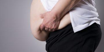 Für Menschen mit krankhaftem Übergewicht kann mitunter eine Magen-OP eine Überlegung Wert sein, wenn andere Maßnahmen der Gewichtsreduktion keinen Erfolg bringen. Eine solche Operation kann die Gesundheit und Lebensqualität Betroffener verbessern.  (Bild: staras/fotolia.com)