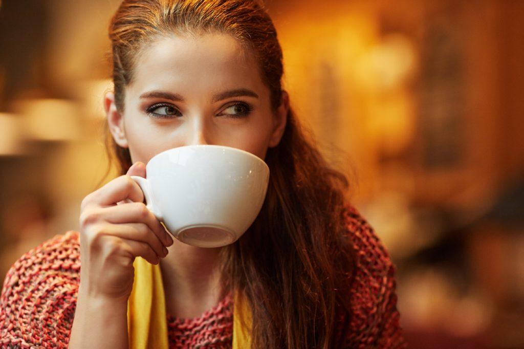 Laut einer aktuellen Untersuchung kann ein moderater Kaffeekonsum die Demenz-Gefahr mindern. Drei bis fünf Tassen am Tag führen demnach zu einer Reduzierung des Risikos um bis zu 27 Prozent. (Bild: ZoomTeam/fotolia.com)