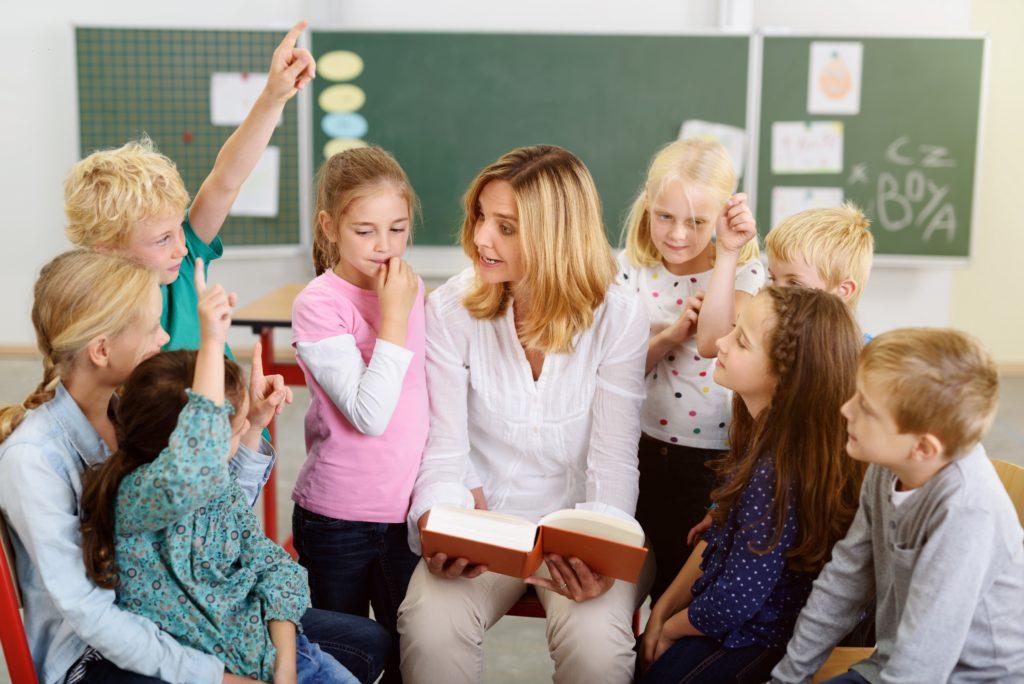 Immer mehr Kinder in Deutschland haben Sprachstörungen. Dafür gibt es sowohl medizinische als auch soziale Ursachen. Experten empfehlen Eltern, ihren kleinen Kindern mehr vorzulesen. (Bild: contrastwerkstatt/fotolia.com)