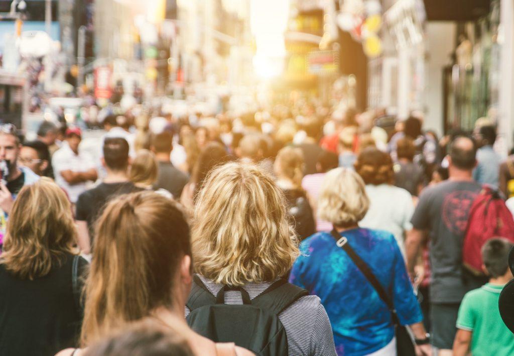 In den USA ist die Lebenserwartung erstmals seit über zwei Jahrzehnten gesunken. Verantwortlich dafür könnten unter anderem die Unterschiede in Einkommen und Ernährung sowie Arbeitslosigkeit sein. (Bild: oneinchpunch/fotolia.com)