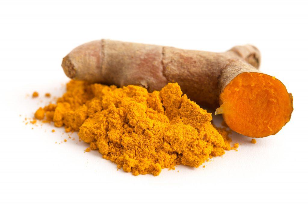 Curcuma wird als Gewürz vor allem in der indischen Küche eingesetzt, hat allerdings auf eine heilede Wirkung bei Entzündungen in der Nase. (Bild: emuck/fotolia.com)