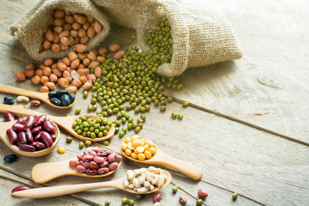 Die Vorteile der Pegan-Diät - einer Mischung aus Paleo und Vegan - sollen darin liegen, dass die Kost oft nährstoffreich und gesund ist. Gesunde Hülsenfrüchte und einige Pflanzenöle sind jedoch tabu. (Bild: kriangphoto31/fotolia.com)