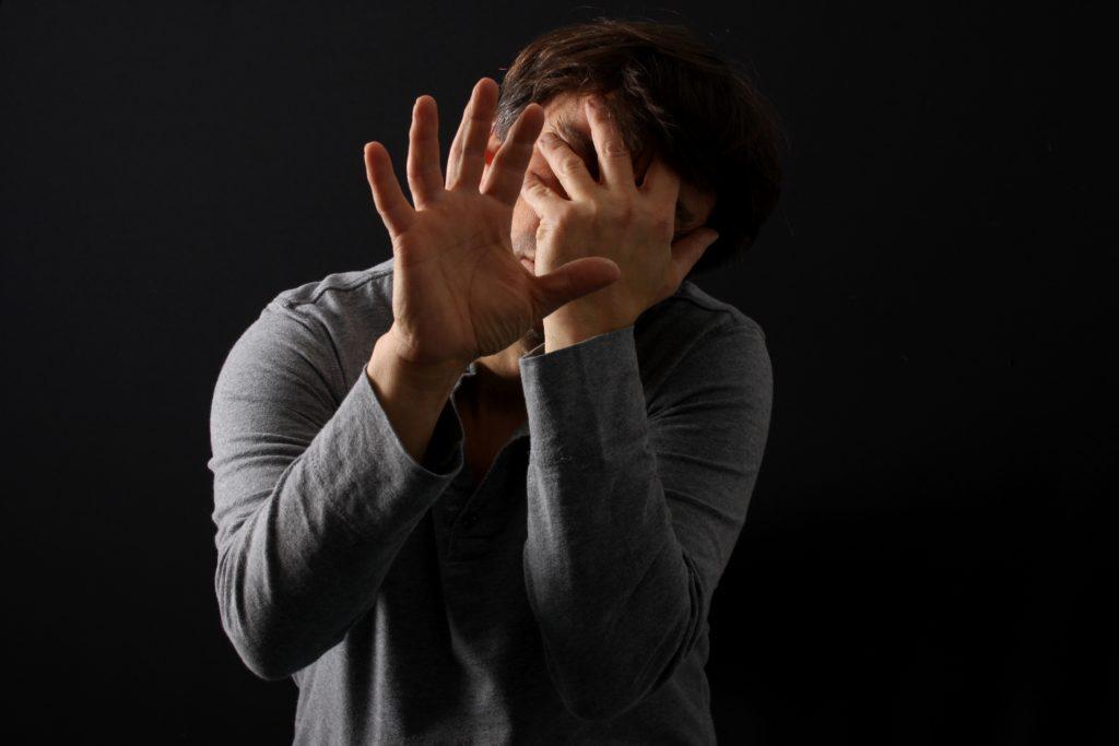Wenn Menschen Schlimmes erlebt haben, kann es zu einer posttraumatischen Belastungsstörung kommen. Betroffene brauchen dann unbedingt professionelle Hilfe. (Bild: Osterland/fotolia.com)