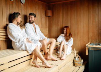 Anders als bisher angenommen sinkt der Blutdruck bei einem Saunabesuch nicht, sondern er steigt. Und zwar ähnlich stark wie bei moderatem Sport. (Bild: nd3000/fotolia.com)
