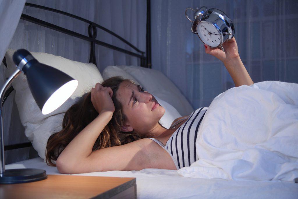 Rund fünf Millionen Menschen in Deutschland leiden an behandlungsbedürftigen Schlafstörungen. Das gefährdet auch ihre Gesundheit. Einige Tipps können dabei helfen, besser zu schlafen. (Bild: Sven Vietense/fotolia.com)