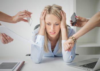Stress am Arbeitsplatz kann eine große psychische Belastung sein. Experten erklären, dass gerade Frauen besonders anfällig für Stress am Arbeitsplatz sind. (Bild: Kaspars Grinvalds/fotolia.com)