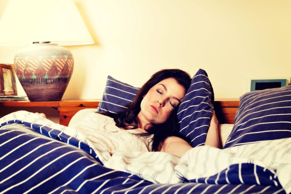 In einer neuen Studie hat sich gezeigt, dass Schlaf in den ersten 24 Stunden nach einem psychischen Trauma helfen könnte, belastende Erinnerungen besser einzuordnen und zu verarbeiten. (Bild: fotek/fotolia.com)