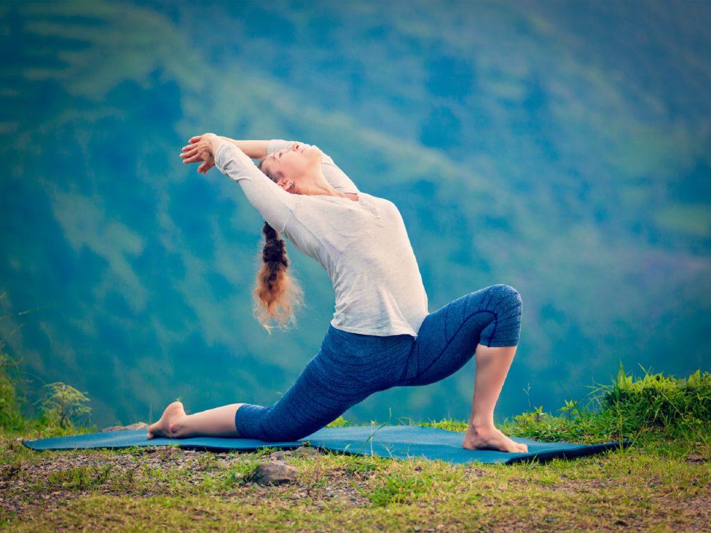 Yoga ist nicht nur eine der besten Möglichkeiten zum Entspannen, sondern auch um seinen Körper gesund zu halten. Die Übungen tragen unter anderem dazu bei, den Blutdruck zu senken, wie Forscher nun in einer Studie feststellten. (Bild: f9photos/fotolia.com)
