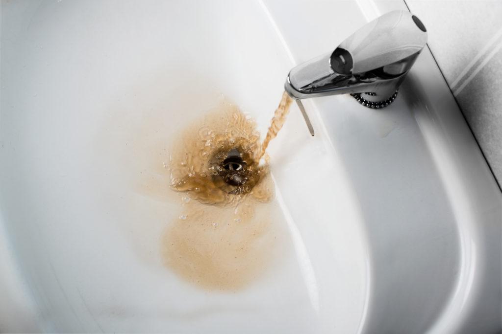 Wie ungesund ist braunes Wasser? Bild: KariDesign-fotolia