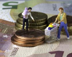 Urteil zum Bezug von Kindergeld. Bild: Waldbach-fotolia