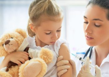 Einer aktuellen Umfrage zufolge sprechen sich die meisten Bundesbürger für eine Kopplung von Kitaplatz und Impfungen aus. Mediziner sehen dies als Signal an die Politik, eine Impfpflicht einzuführen. (Bild: Konstantin Yuganov/fotolia.com)