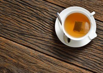 In einer Studie hat sich gezeigt, dass kalter Tee die Fettverbrennung offenbar besser anregen und somit besser beim Abnehmen helfen kann als warmer. (Bild: amenic181/fotolia.com)