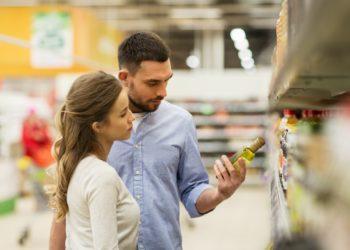 """Die Monolith Unternehmensgruppe ruft Sonnenblumenöl """"Salatoff"""", nicht raffiniert in 1-Liter-Flaschen mit dem Haltbarkeitsdatum 14. März 2018 zurück. In dem Öl, das bei Rewe verkauft wurde, ist die Höchstmenge an polycyclischen Kohlenwasserstoffen überschritten worden. (Bild: Syda Productions/fotolia.com)"""