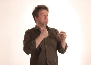 Raucher, die immer wieder husten müssen, sollten dies nicht einfach hinnehmen, sondern regelmäßig ihre Lunge kontrollieren lassen. Aus dem Raucherhusten kann sich eine gefährliche COPD entwickeln. (Bild: Stefan/fotolia.com)