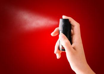 Gesundheitsexperten warnen davor, die Wirkung von Reizgas zu unterschätzen. Solche Sprays können im Extremfall lebensbedrohliche Folgen haben. (Bild: lassedesignen/fotolia.com)