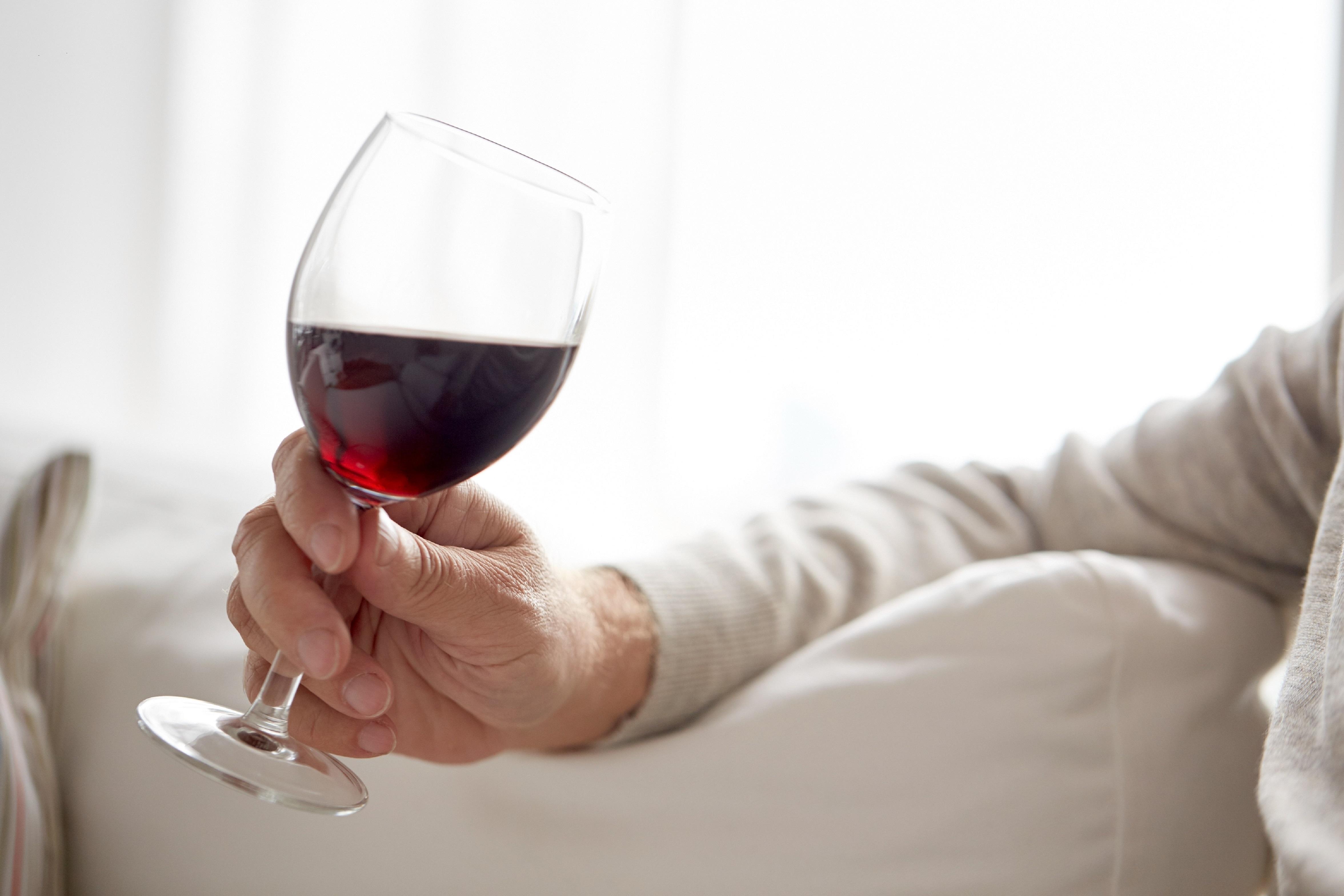 Rotwein und Knoblauch zum Abnehmen