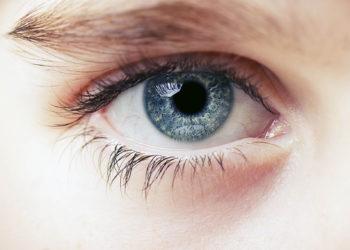 Die Verformung der Augenhornhaut hat erhebliche Beeinträchtigungen der Sehstärke zur Folge und kann schlimmstenfalls zur Erblindung führen. (Bild: vicu9/fotolia.com)