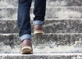 Die Schmerzen kommen oft beim Gehen. Bild: borphloy - fotolia
