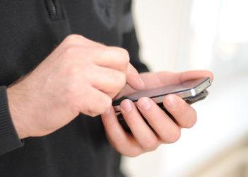 Die intensive Nutzung von Instant Messegern wie WhatsApp steht mit einem geringen Selbstwertgefühl in Zusammenhang. (Bild:    FunnyLemon/fotolia.com)
