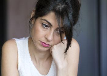 Depressionen belasten nicht nur die Betroffenen selbst, sondern wirken sich oft auch auf Partnerschaft und Familie aus. Experten erklären, was Angehörige beachten sollten. (Bild: boryanam/fotolia.com)