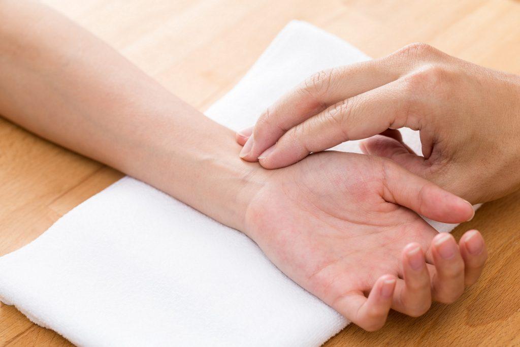 patient spürt seine hand nicht mehr