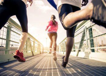 Sport ist zwar gesund, doch nach dem Training stellt sich mitunter ein Muskelkater ein. Experten erklären, wie man die Beschwerden lindern und wie man vorbeugen kann. (Bild: oneinchpunch/fotolia.com)
