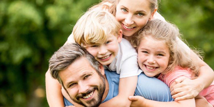 Bild einer glücklichen Familie.