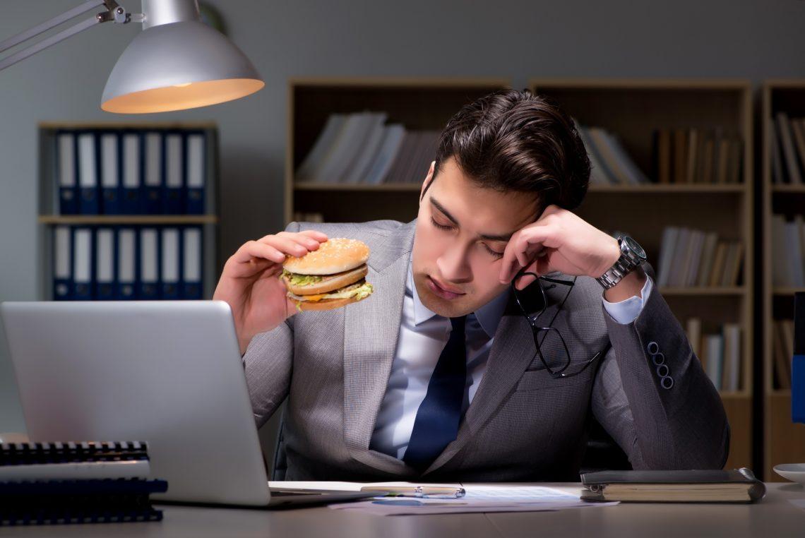 Müdigkeit nach dem Essen - Ursachen, Selbsthilfe und..