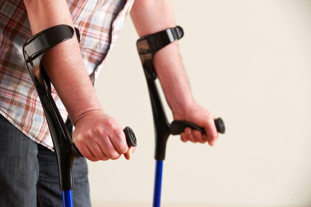 Knie verdreht - Symptome, Behandlung und erste Hilfe