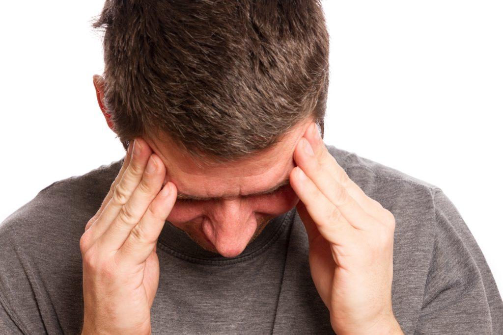 pulsierende kopfschmerzen beim aufstehen