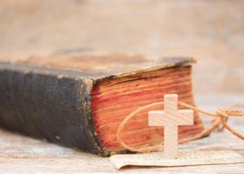 Die Bibel besteht aus zwei Teilen - dem alten und dem neuen Testament - welche nur zusammen ein Ganzes bilden. (Bild: ChristArt/fotolia.com)