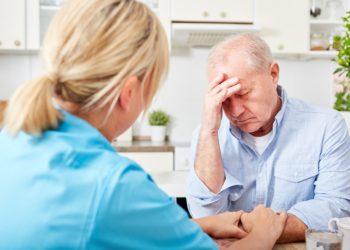 Alzheimer ist vor allem geprägt durch zunehmende Gedächtnislücken beziehungsweise Schwierigkeiten beim Abrufen von Erinnerungen. (Bild: Robert Kneschke/fotolia.com)