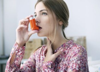 Bei Asthma-Patienten treten die Atembeschwerden anfallsartig und häufig auch nachts auf. (Bild: RFBSIP/fotolia.com)