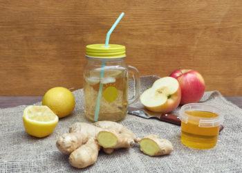 Die in Zitronen enthaltene Zitronensäure und scharf-schmeckendes 6-Gingerol aus Ingwer stimulieren die molekularen Abwehrkräfte im menschlichen Speichel. (Bild: Alexander/fotolia.com)