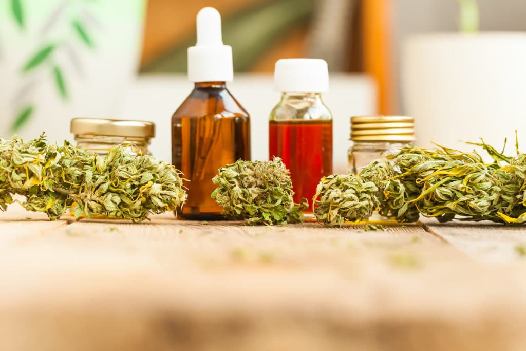 Eine Auswahl von medizinischen Cannabis-Produkten.