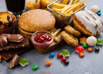 All diese Speisen sind schlecht für unseren Base-Säuren-Haushalt, meiden Sie diese deshalb weitestgehend. (Bild: happy_lark/fotolia.com)