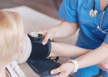Blutdruck lässt sich auch auf natürliche Weise senken. Bild: zinkevych/fotolia.com