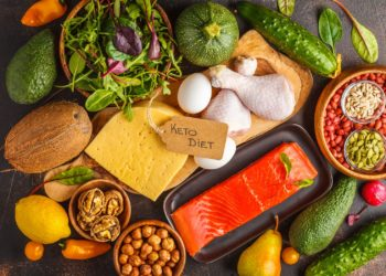 Es gibt heutzutage keine allgemeingültigen Empfehlungen mehr dafür, wie sich Menschen ohne Gallenblase zu ernähren habe. Während einige Betroffen keinerlei Veränderungen merken, reagieren andere empfindlich auf einzelne Lebensmittel. (Bild: vaaseenaa/fotolia.com)