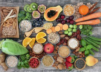 Eine bewusste Umstellung des Lebensstils und der Ernährung können helfen Beschwerden zu lindern und nach einer Operation die Nachsorge zu unterstützen. (Bild: marilyn barbone/fotolia.com )
