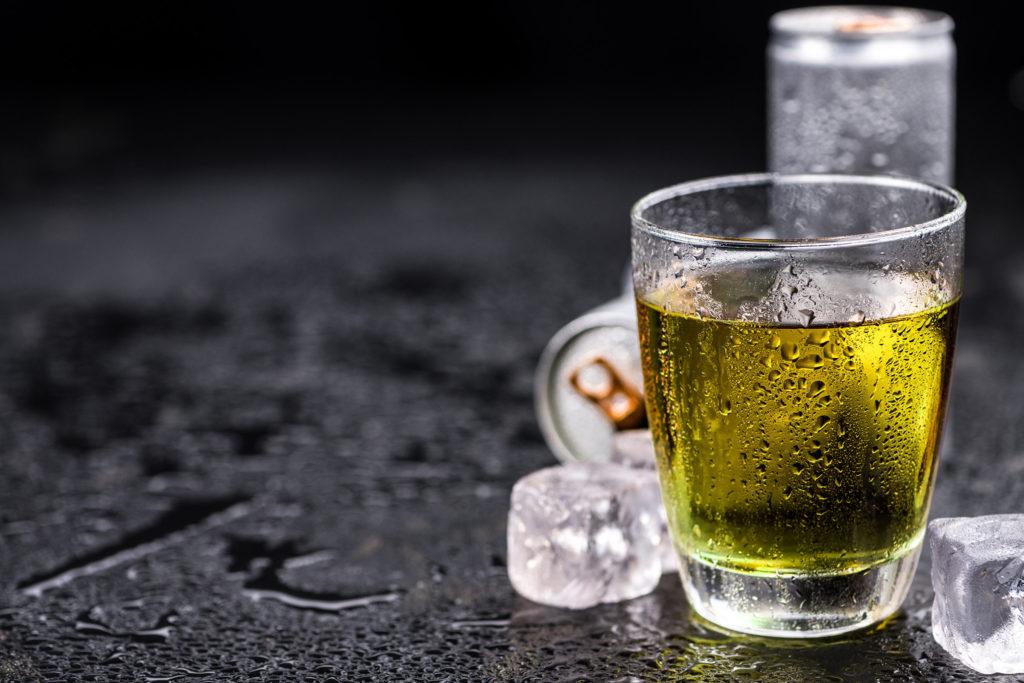Unterschätzte Gefahr: Nach Energy-Drinks benötigt 32-Jährige Frau einen Herzschrittmacher